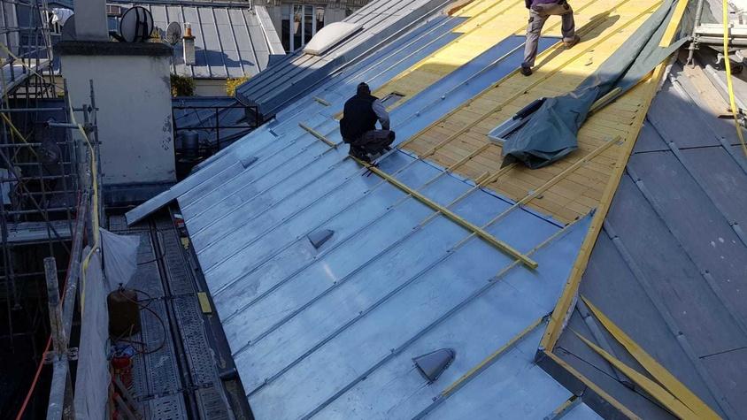 Installation d'une couverture en zinc